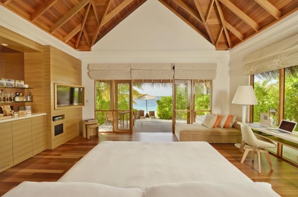 Resort Maldive Huvafen Fushi beach bungalow