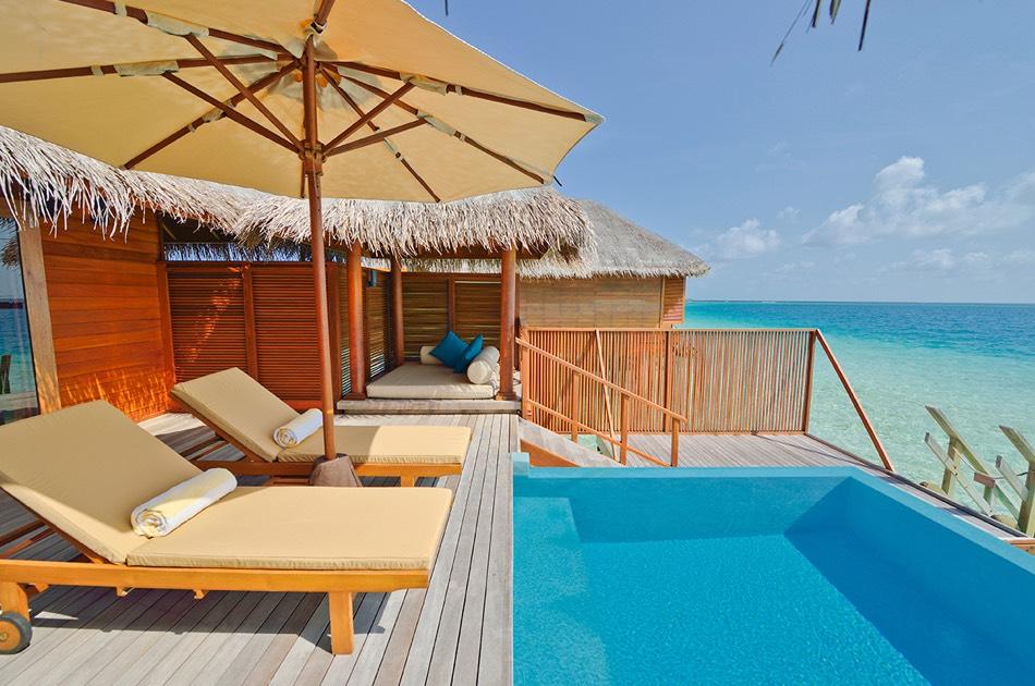 Resort Maldive Huvafen Fushi lagoon beach bungalow with pool