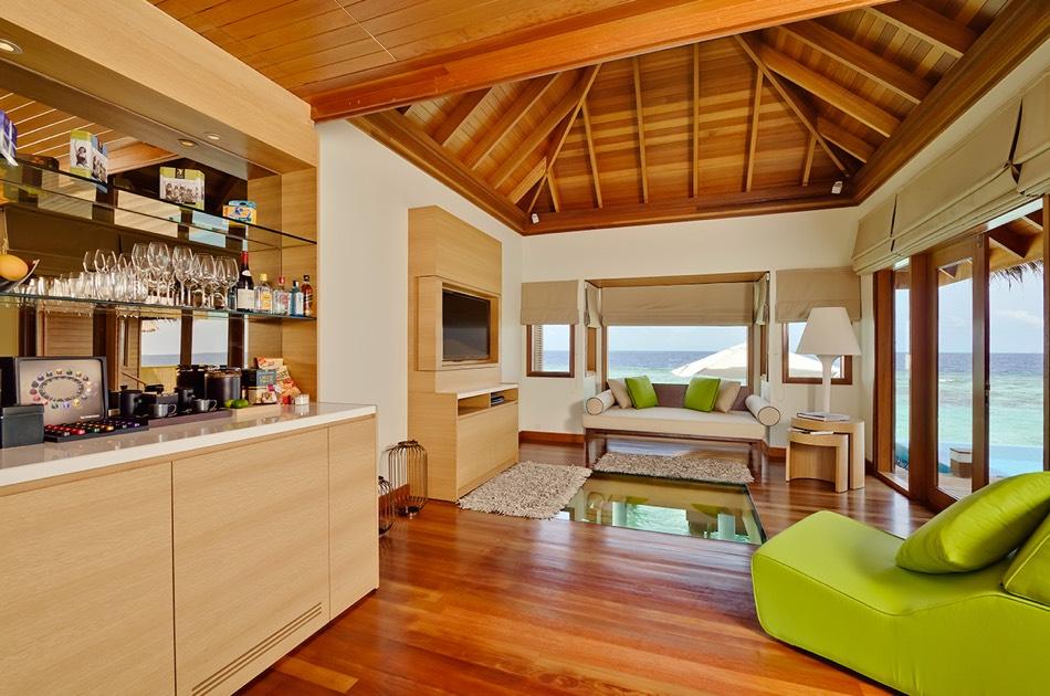 Resort Maldive Huvafen Fushi ocean beach bungalow with pool