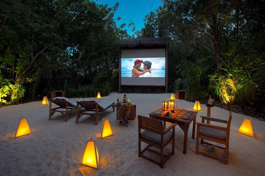 Resort Maldive Gili Lankanfushi cena con cinema