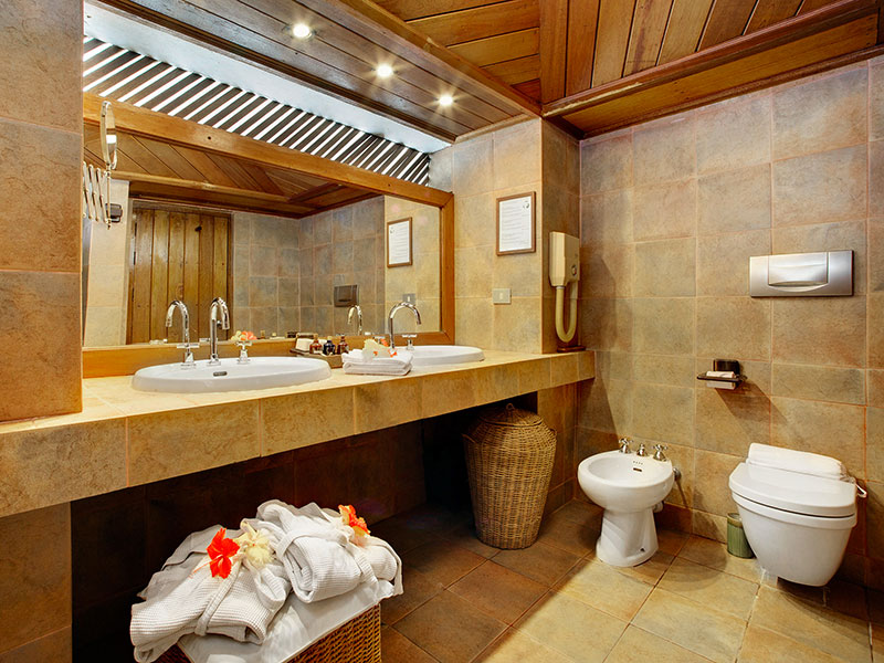 Resort Maldive Gangehi Island Resort & Spa overwater villa