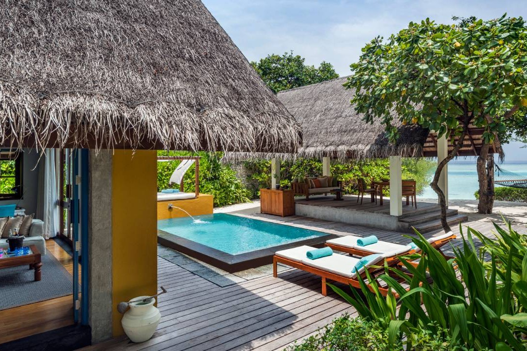 Resort Maldive Four Season Maldives at Landaa Giravaaru beach bungalow with pool
