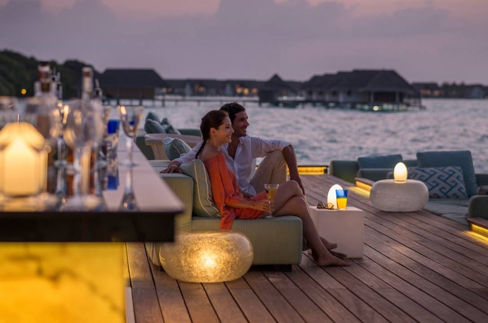 Resort Maldive Four Season Maldives at Landaa Giravaaru lounge bar