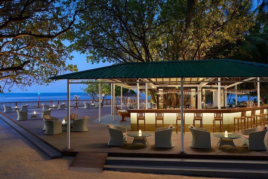 Cinnamon Ellaidhoo Resort Maldive bar Irouhsene