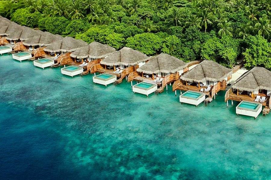Resort Maldive Dusit Thani water villa with pool