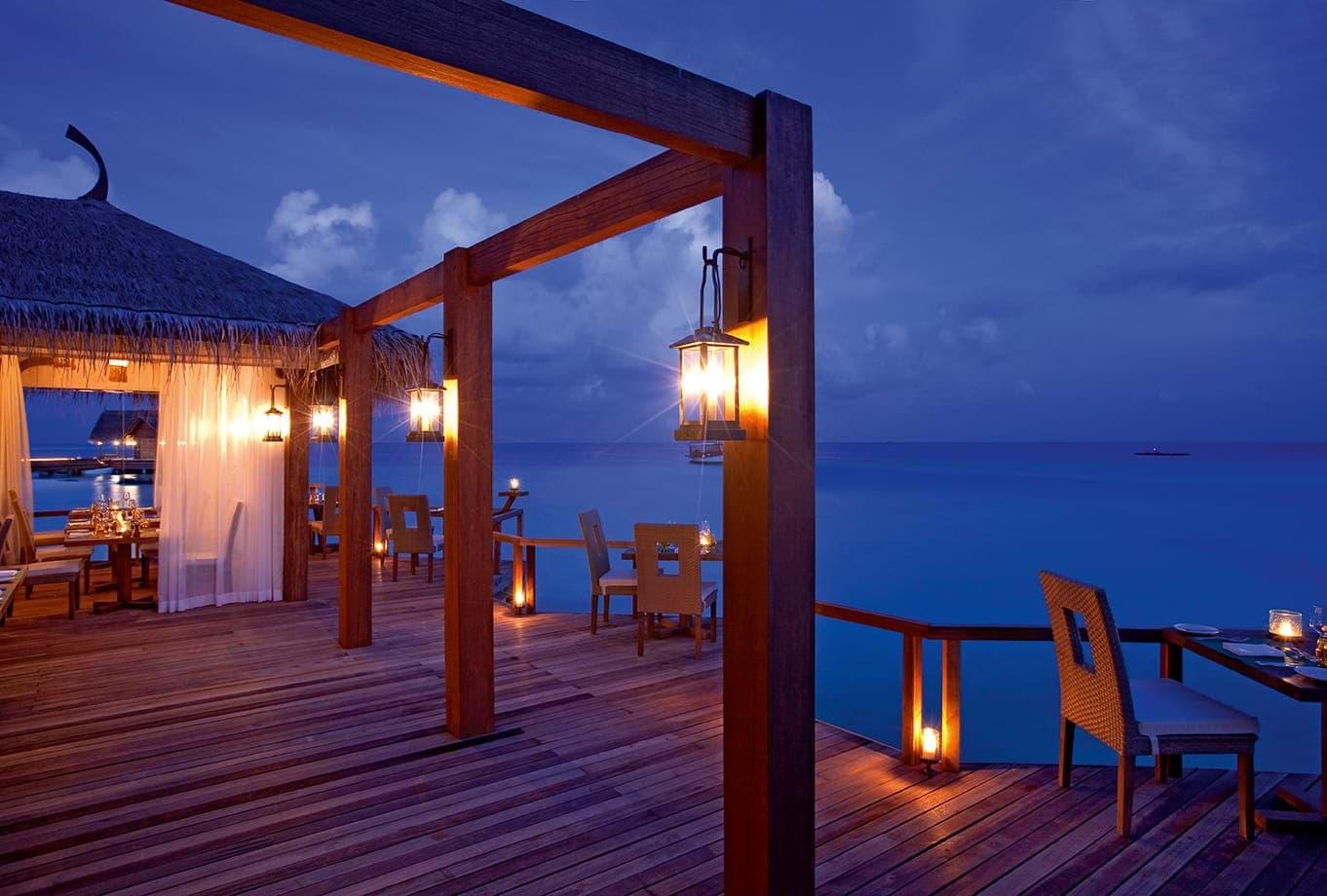 Resort Maldive Constance Moofushi ristorante Manta