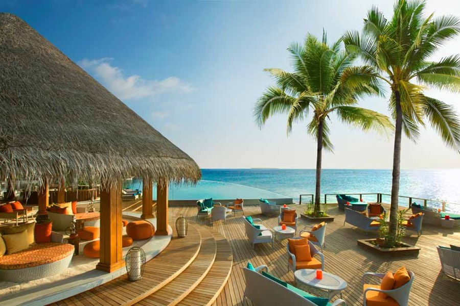 Resort Maldive Dusit Thani beach bar Sand