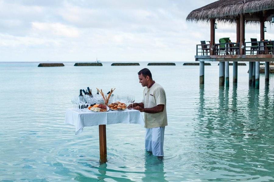 Resort Maldive Constance Moofushi degustazione di vino