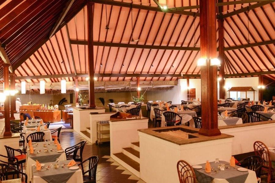 Adaaran Club Rannalhi Resort Maldive main restaurant
