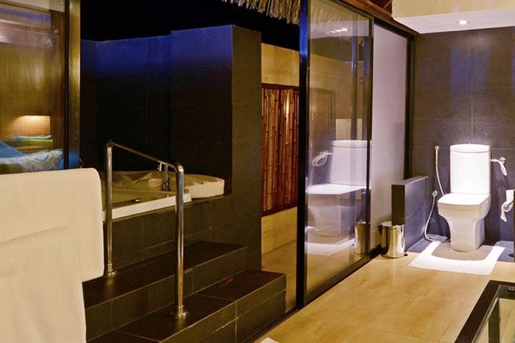 Adaaran Prestige Vadoo resort Maldive sunrise water villas