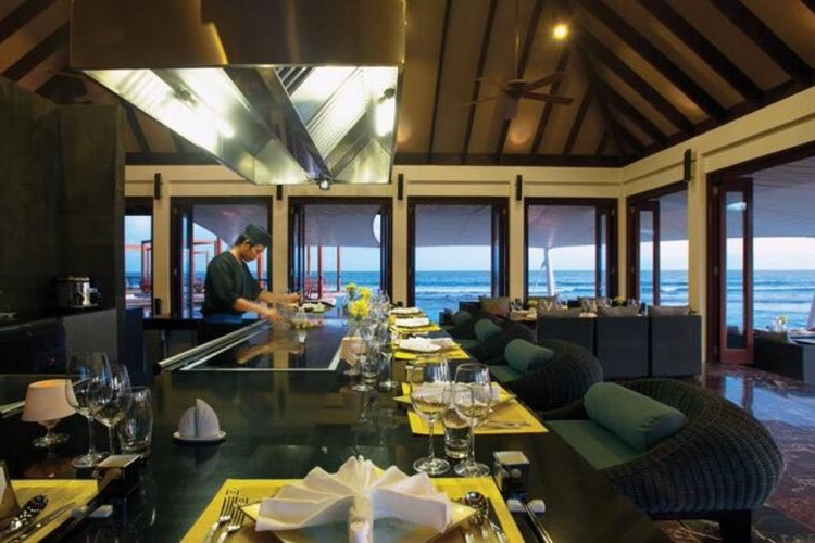 Atmosphere Kanifushi resort Maldive ristorante Teppanyaki cucina giapponese