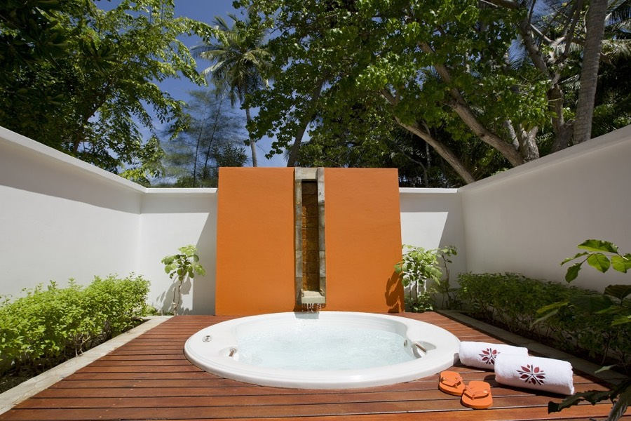 Angsana Ihuru resort Maldive beachfront jet-pool villa