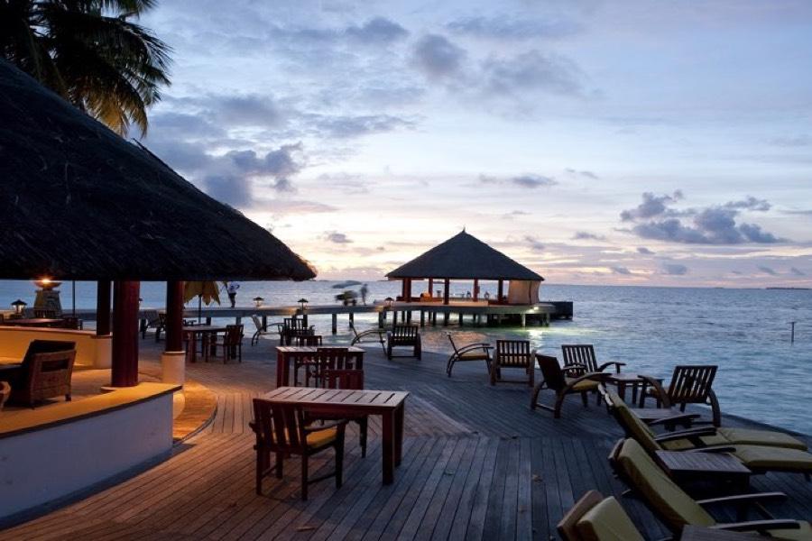 Angsana Ihuru resort Maldive bar Velaavani
