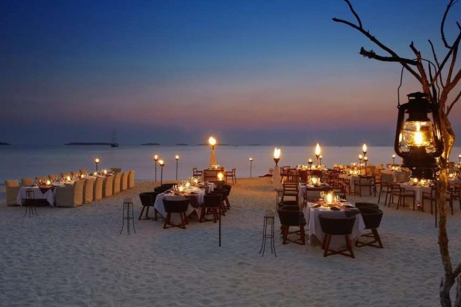 Anantara Kihavah Villas resort Maldive cena privata in spiaggia