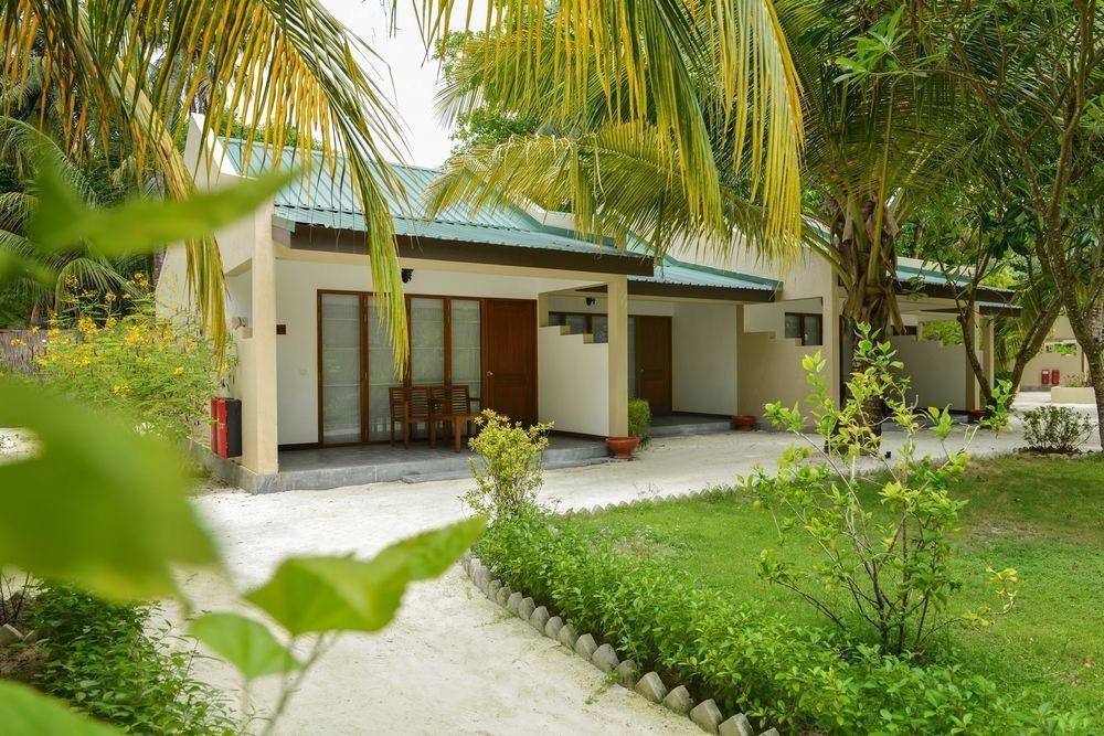 Adaaran Select Hudhuran Fushi resort maldive garden villa