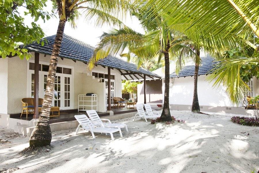 Adaaran Select Meedhupparu resort maldive beach villa