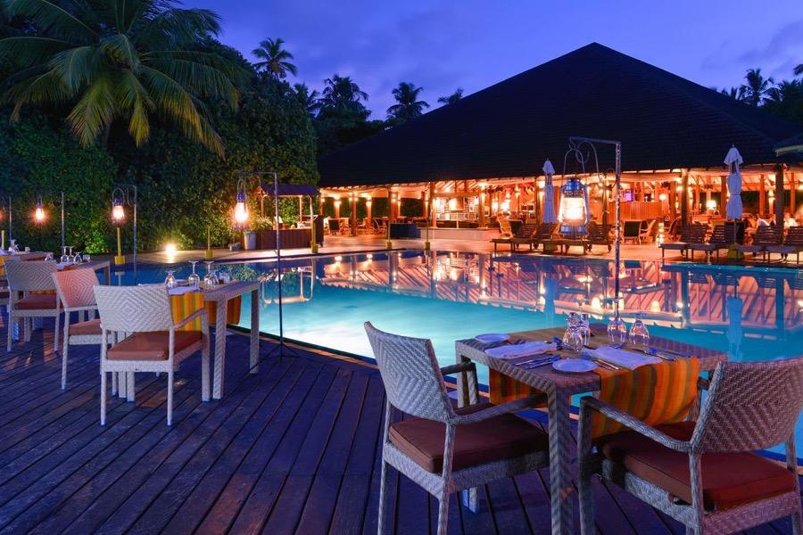 Adaaran Select Meedhupparu resort maldive main restaurant