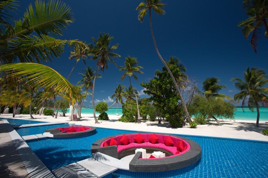 Resort Maldive Kandima  Breeze pool bar