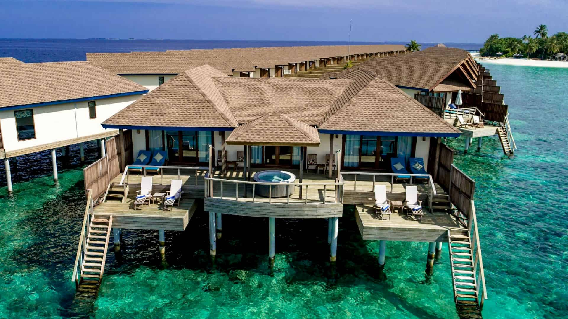 Resort Maldive Reethi Faru Water Villa suite