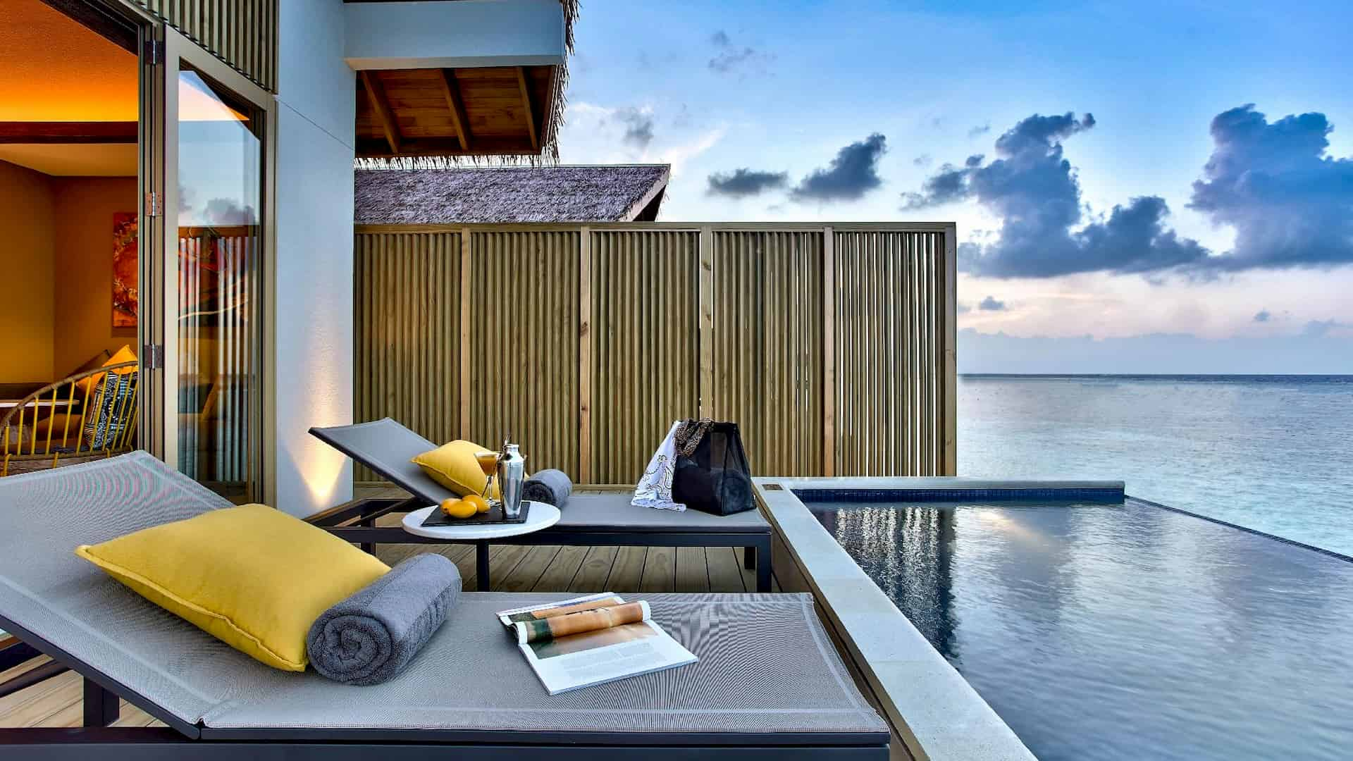 Resort Maldive Hard Rock platinum overwater pool villa