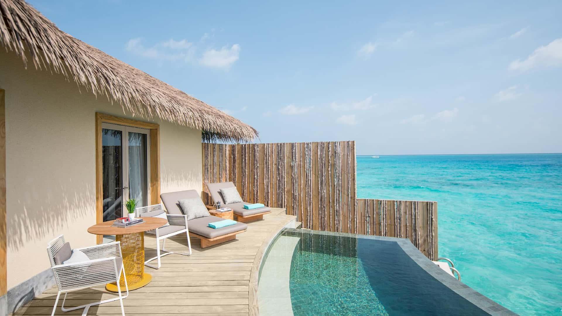 Resort Maldive Intercontinental Maamunga overwater villa