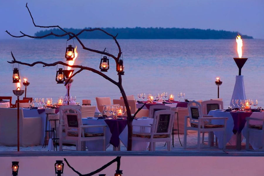 Anantara Kihavah Villas resort Maldive ristorante Manzaru cucina italiana e mediterranea