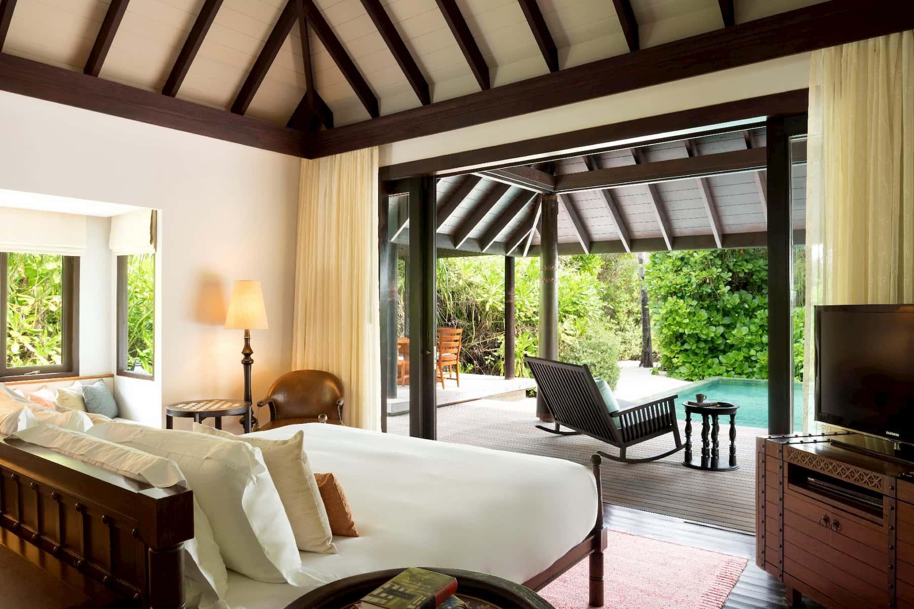 Anantara Kihavah Villas resort Maldive family beach pool villa