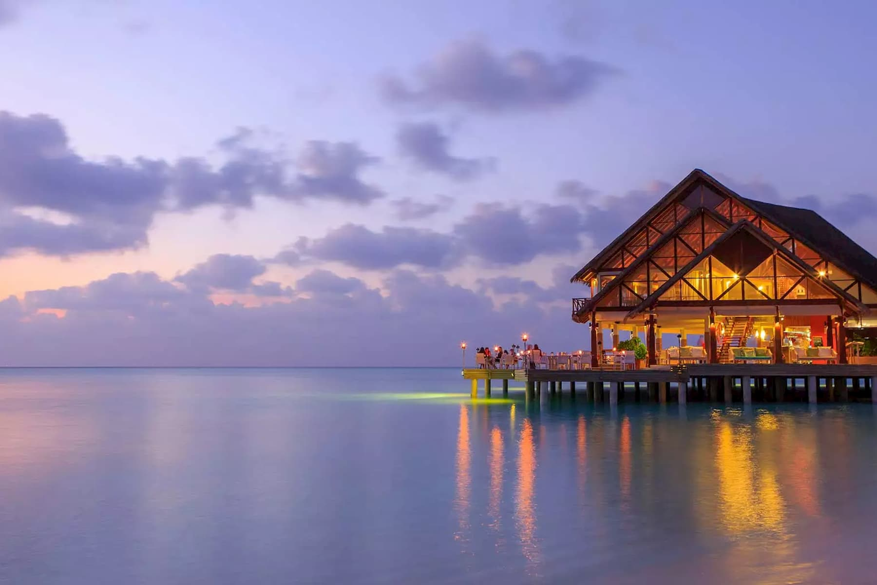 Anantara Veli Resort Maldive ristorante Bar Dhoni