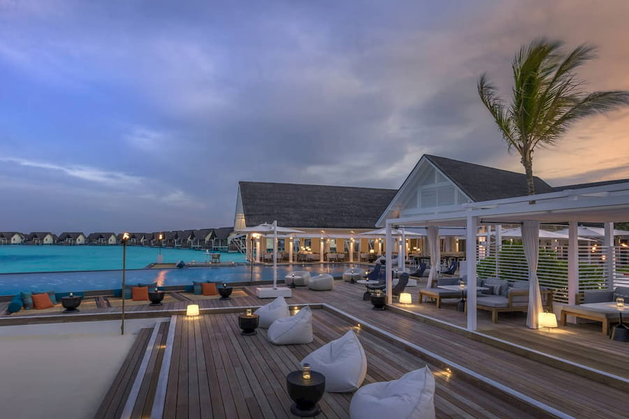 Resort Maldive Four Season Maldives at Landaa Giravaaru beach bar