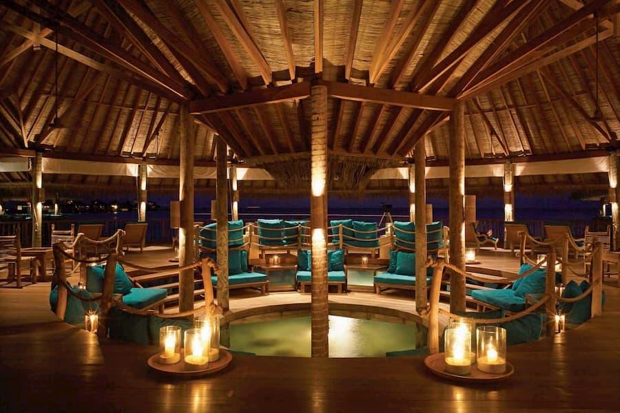 Resort Maldive Gili Lankanfushi overwater bar