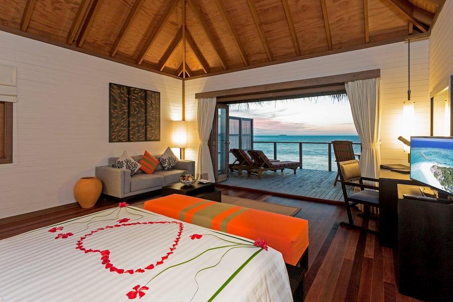 Resort Maldive Meer Island Resort & Spa jacuzzi water villa