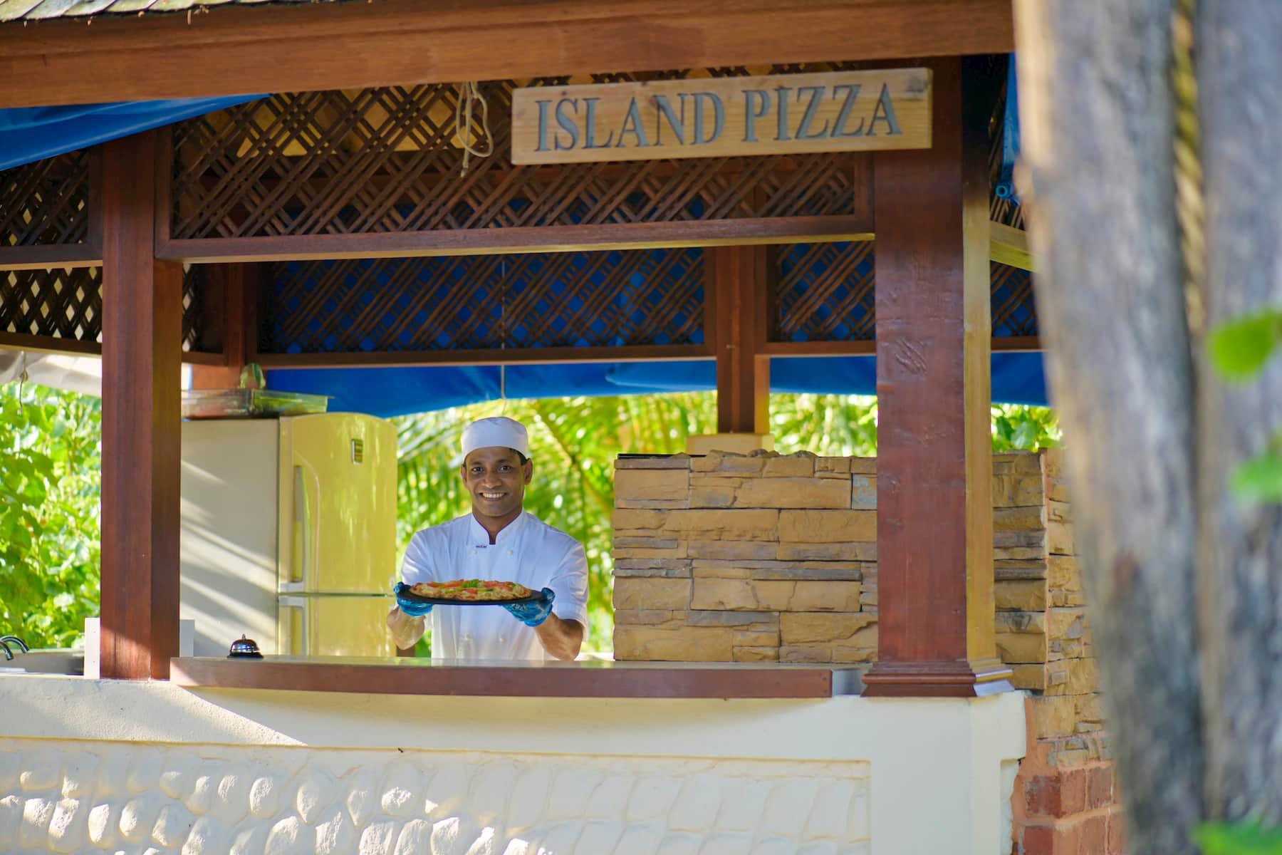 Resort Maldive Olhuveli Beach & Spa ristorante Island Pizza
