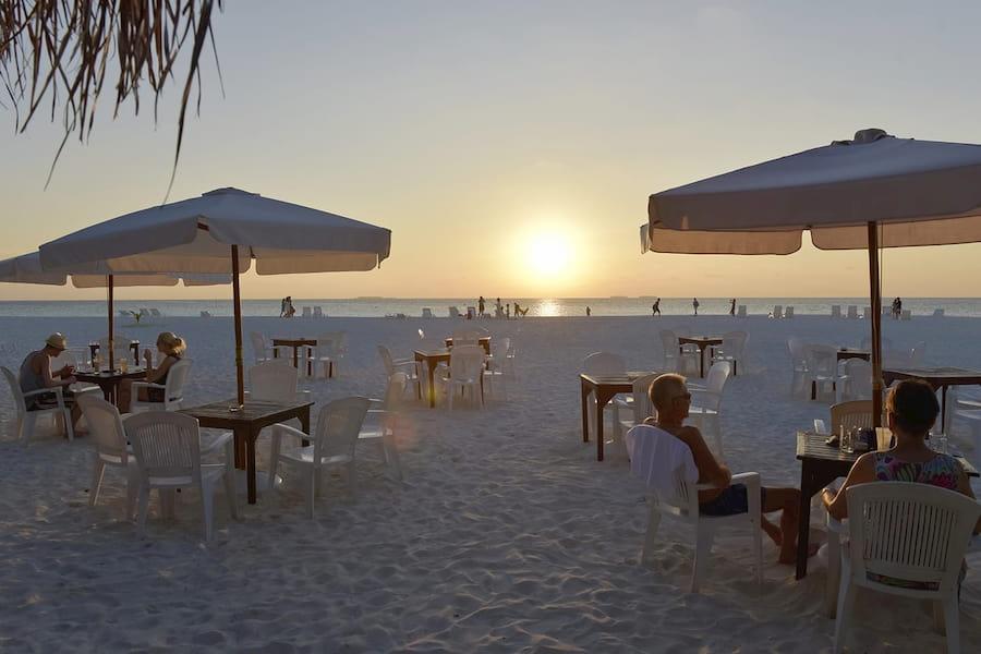 Resort Maldive Thulhagiri Island Resort & Spa beach bar