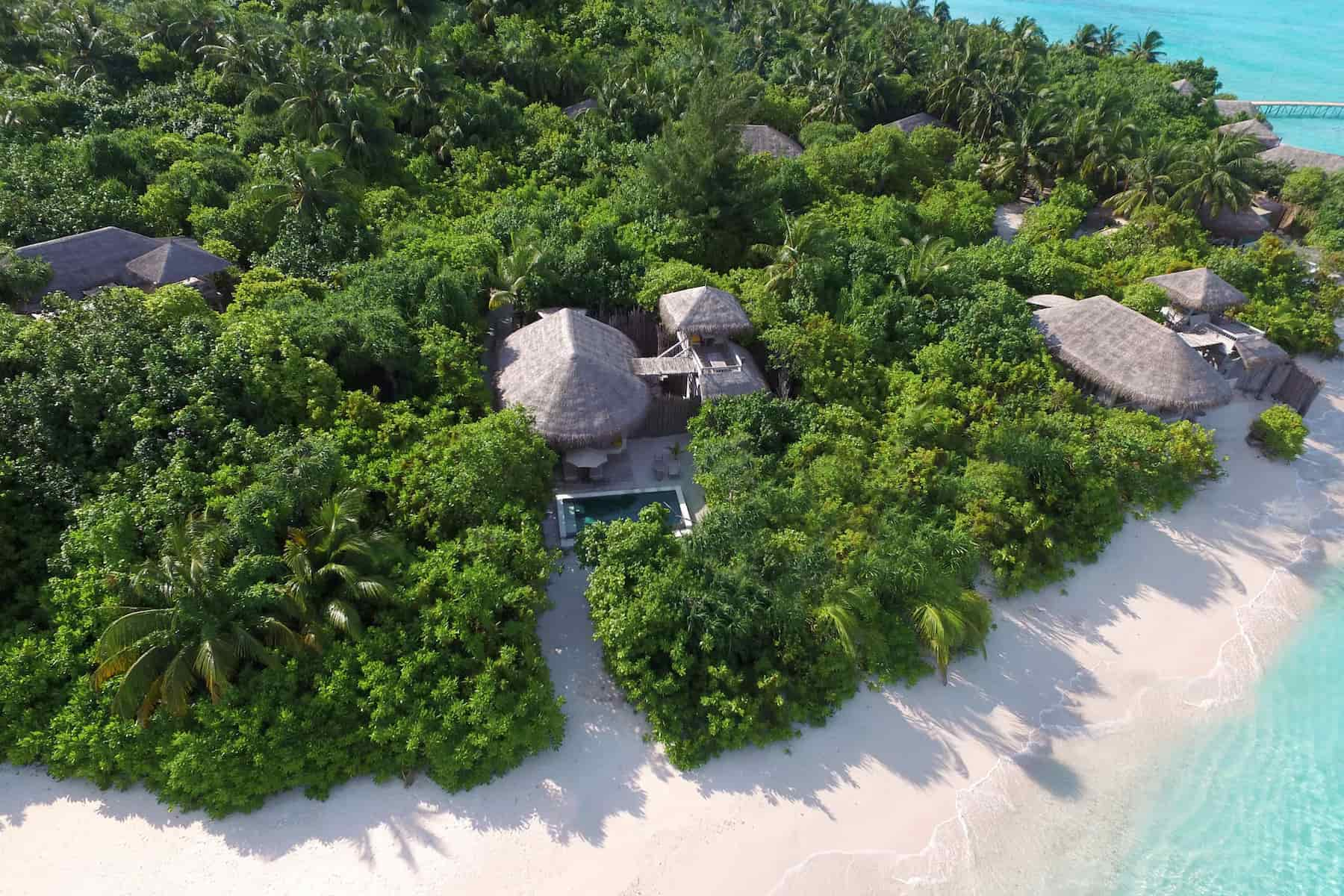 Resort Maldive Six Senses Laaamu ocean beach villa with pool