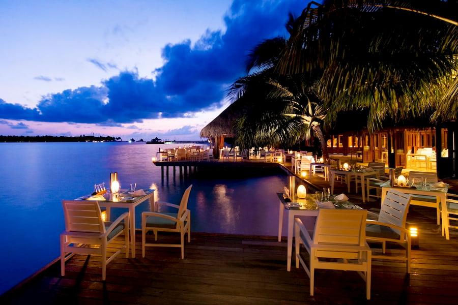 Resort Maldive Conrad Maldives Sunset ristorante e bar Vilu