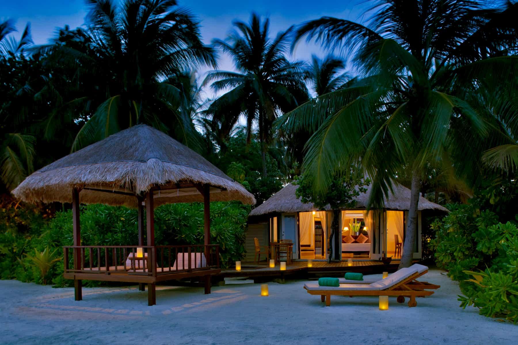Banyan Tree Vabbinfaru resort Maldive beachfront pool villa