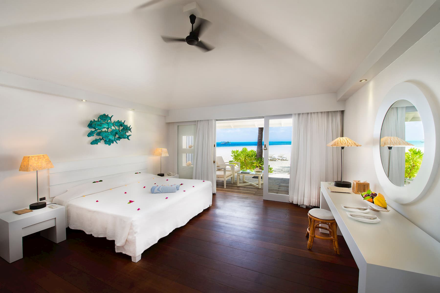 Resort Maldive Diamonds Athuruga beach bungalow