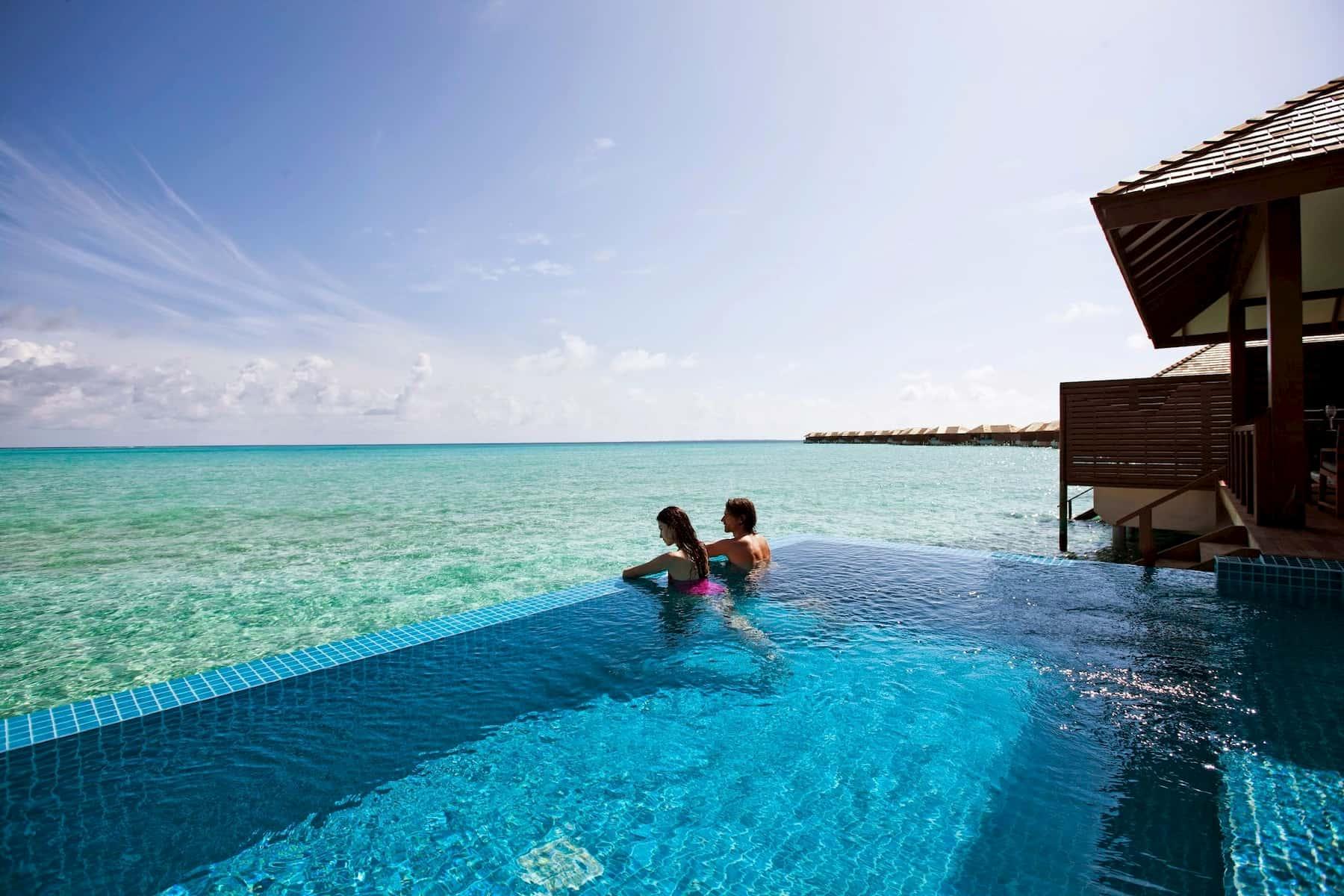 Resort Maldive Beach Resort & Spa deluxe water villa with pool