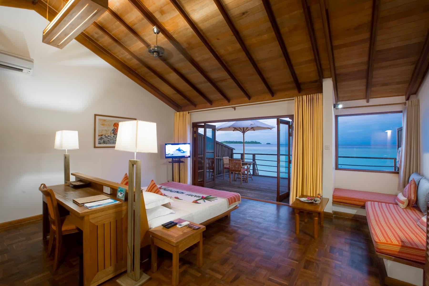 Resort Maldive Reethi Beach Resort water villa