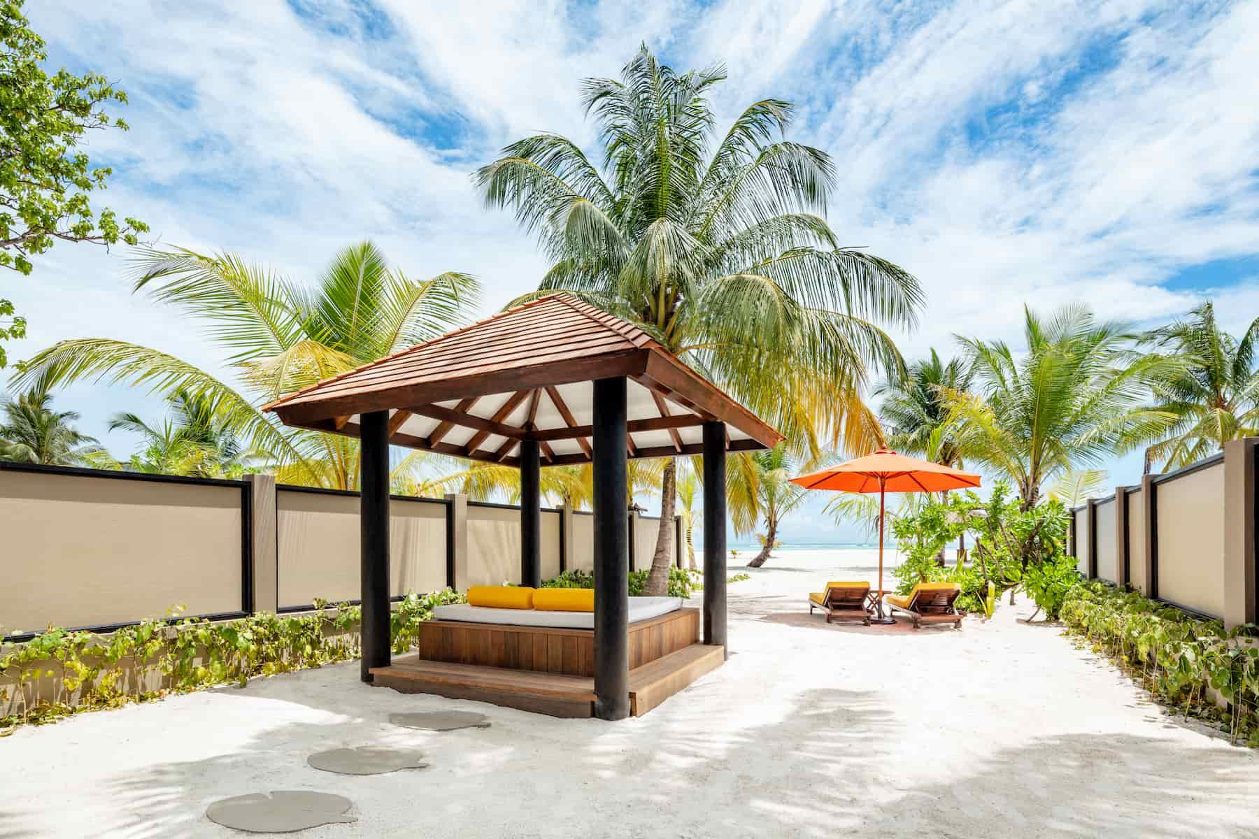 Angsana Velavaru resort Maldive deluxe beachfront pool villaAngsana Velavaru resort Maldive deluxe beachfront pool villa