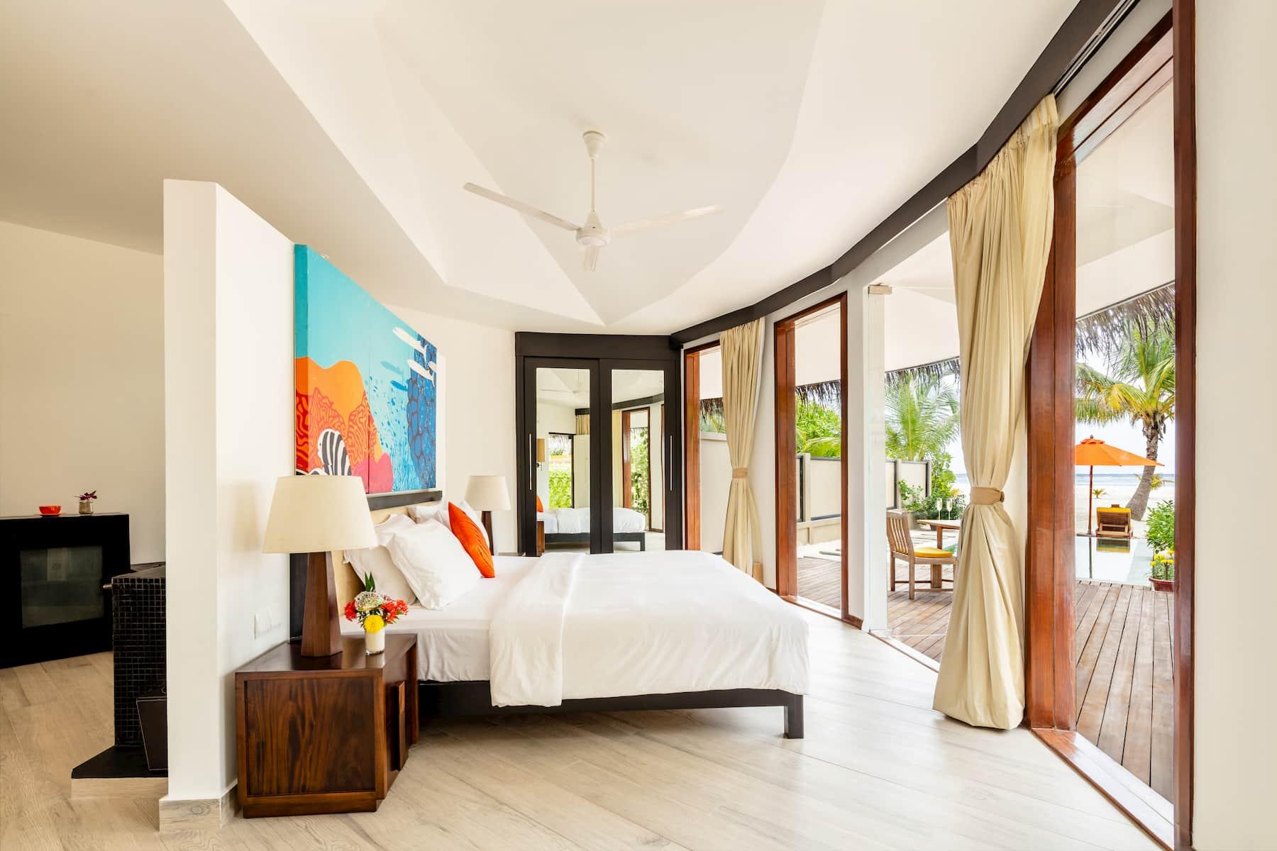 Angsana Velavaru resort Maldive infinity pool villa