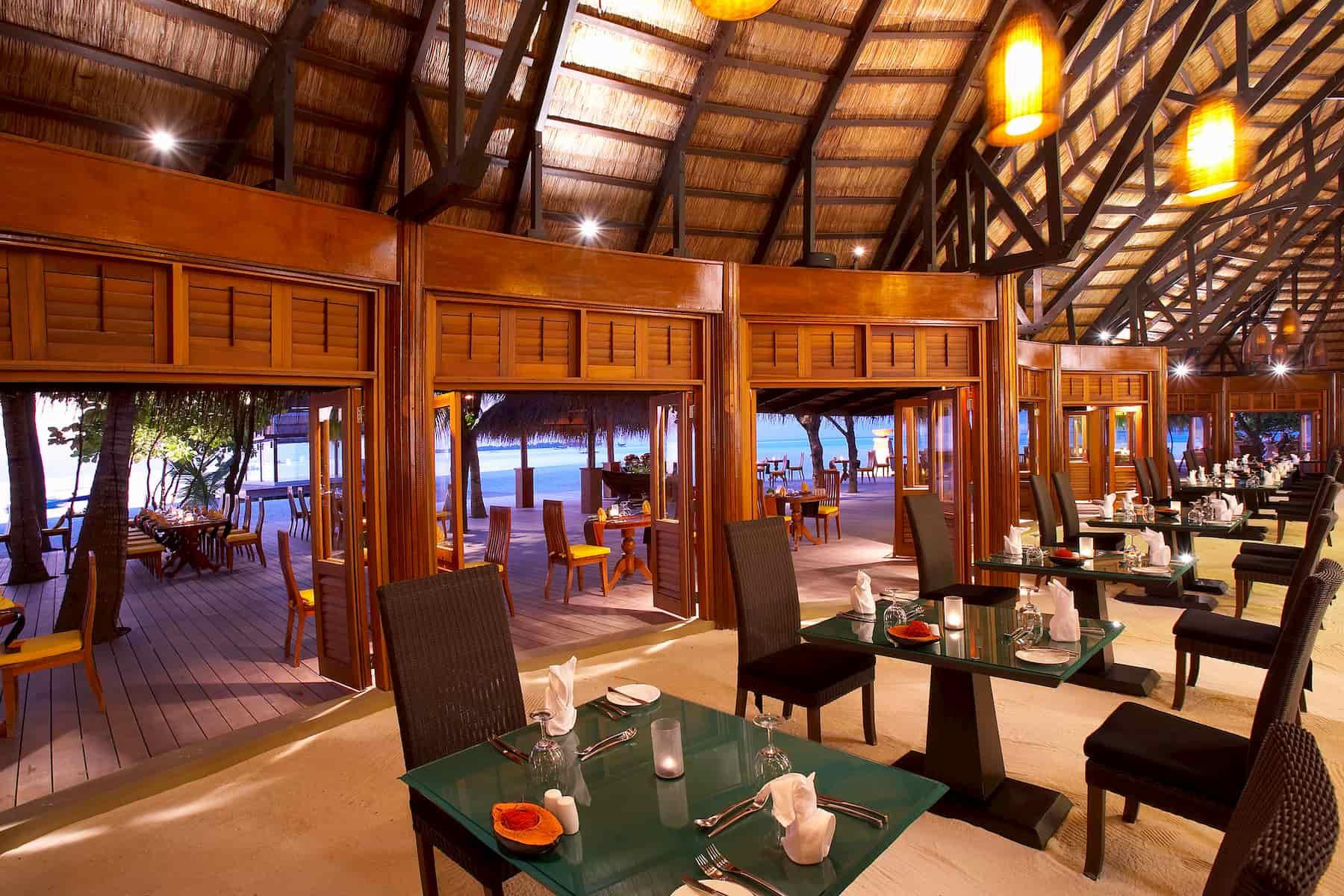 Angsana Velavaru resort Maldive ristorante Kaani cucina a buffet