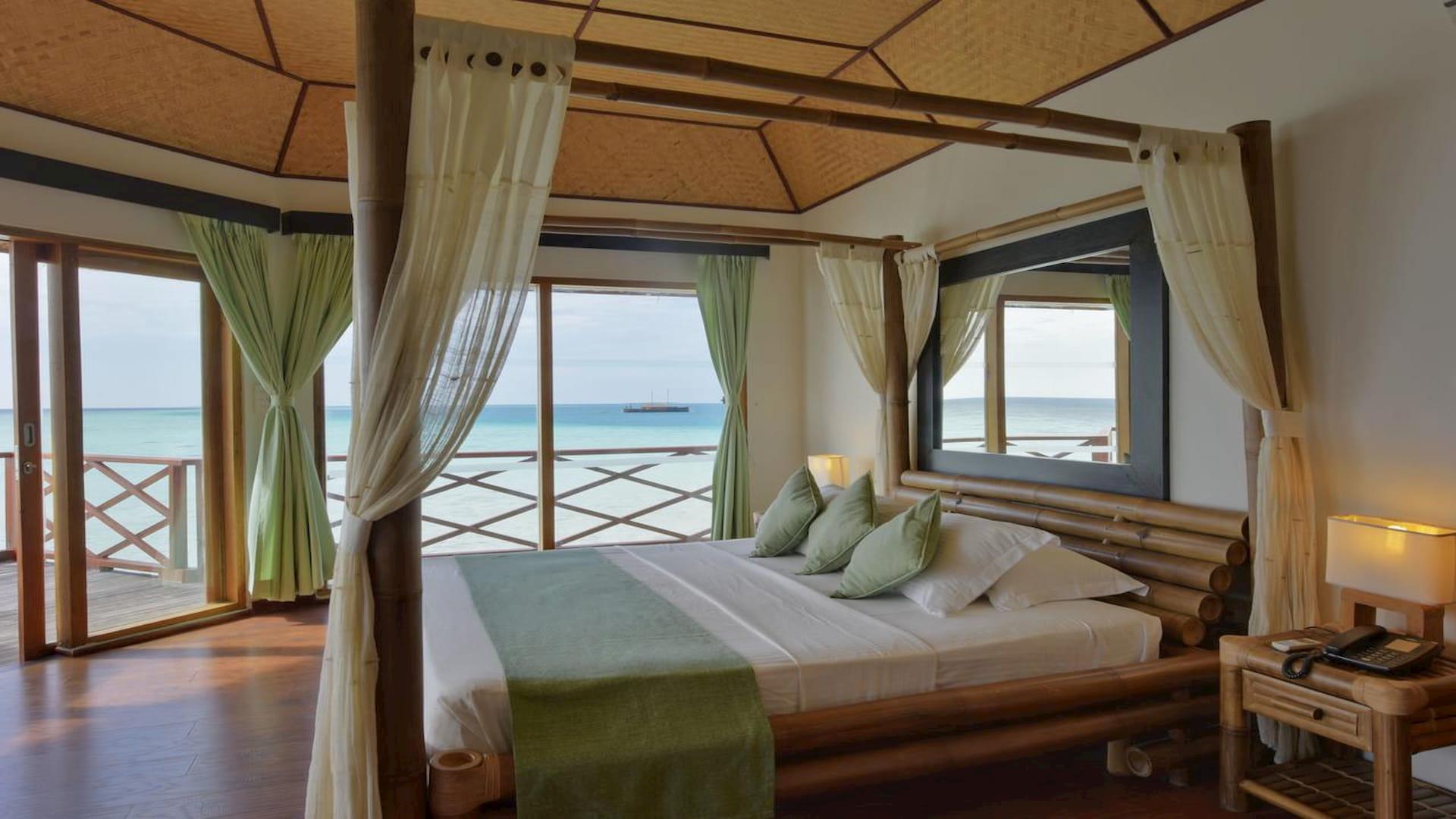 Resort Maldive Safari Island Resort Water Bungalows