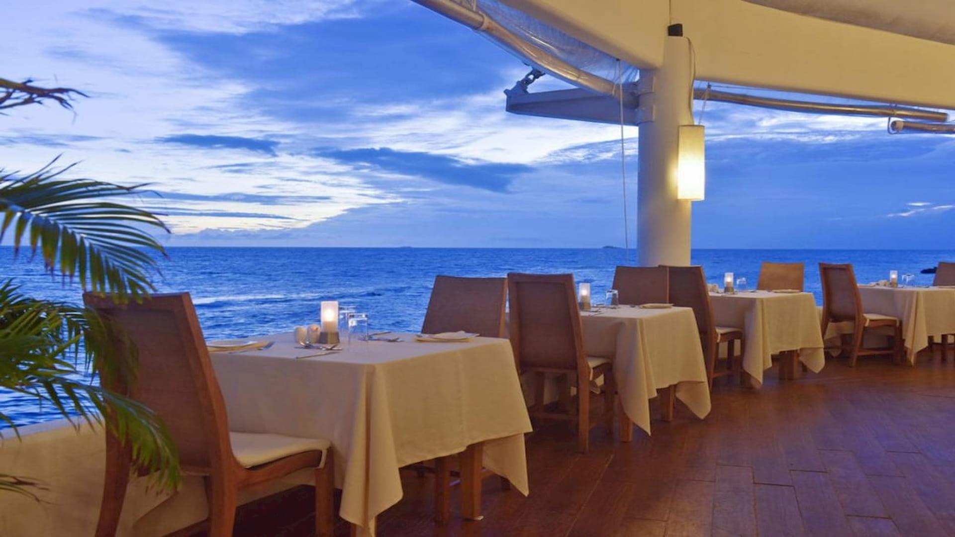 Resort Maldive Safari Island resort Main Restaurant