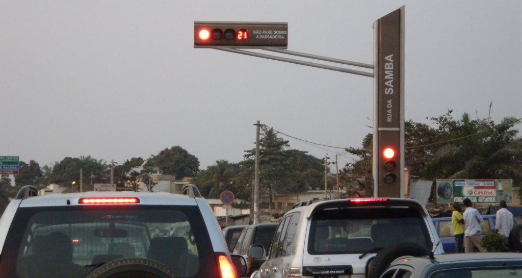 Estudante cria software que facilita captura de infractores do sinal vermelho do semáforo