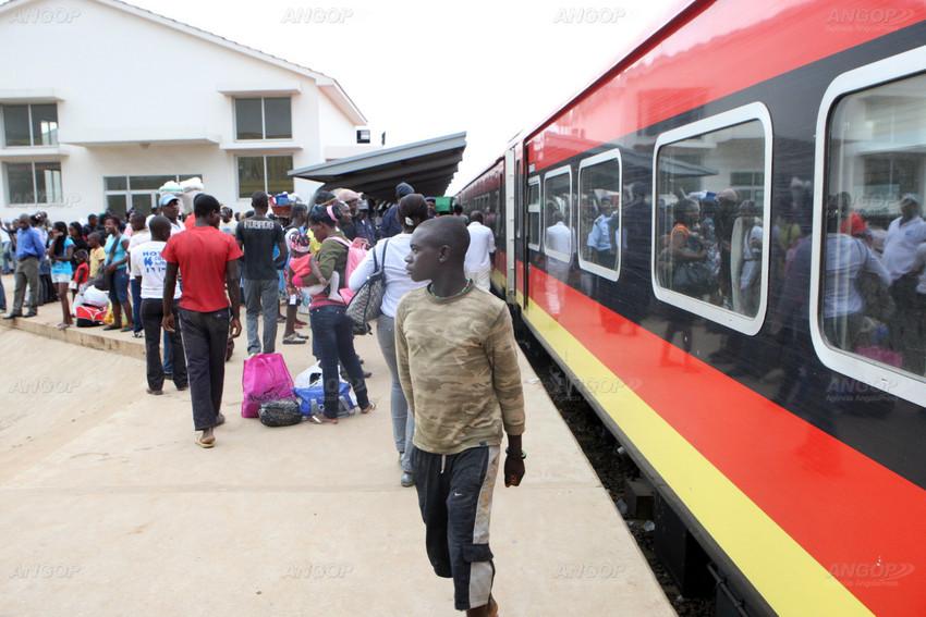 Duplicação da linha férrea entre Bungo-Baia vai servir o novo aeroporto internacional de Luanda