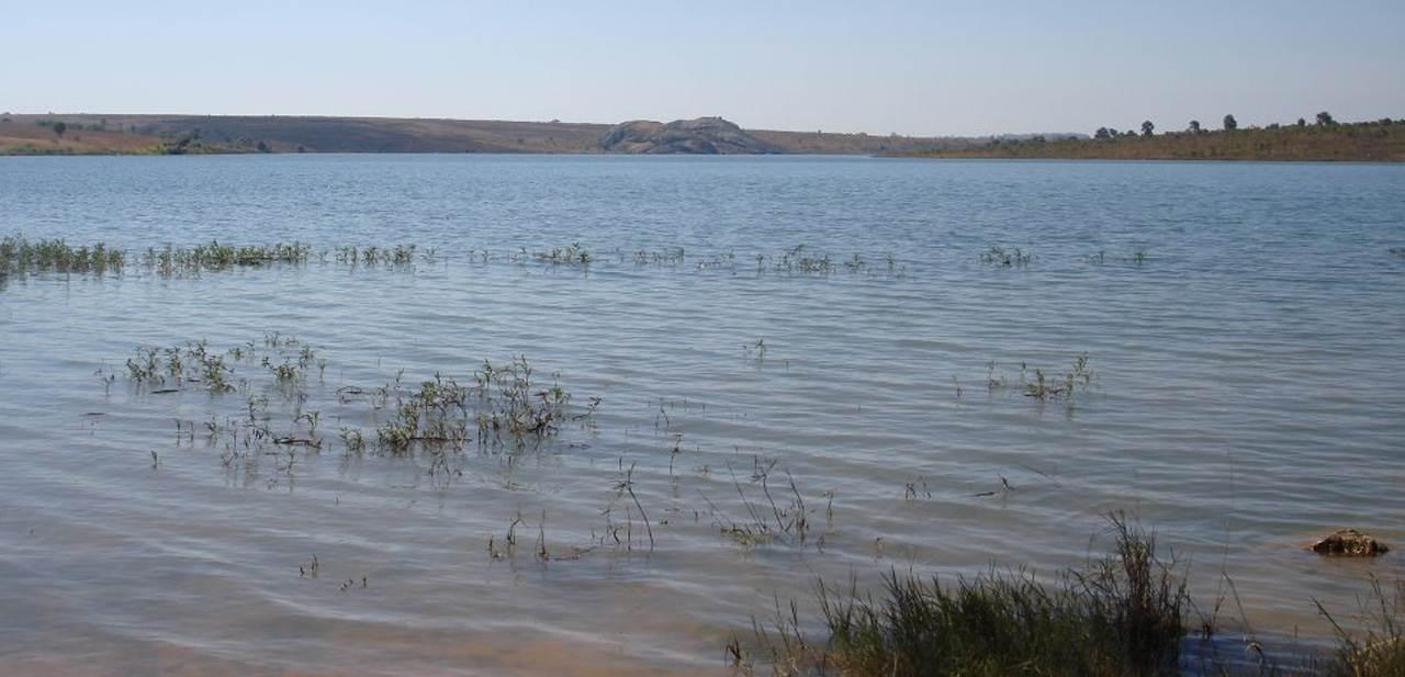 Menino sem habilidade para nadar morre afogado em lagoa no Huambo