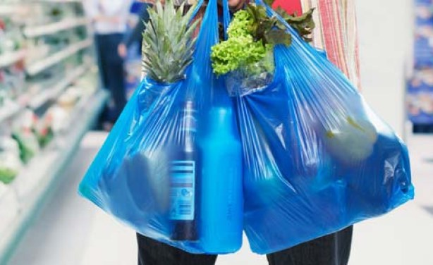 Fábrico de sacos plásticos no Quénia dará cadeia