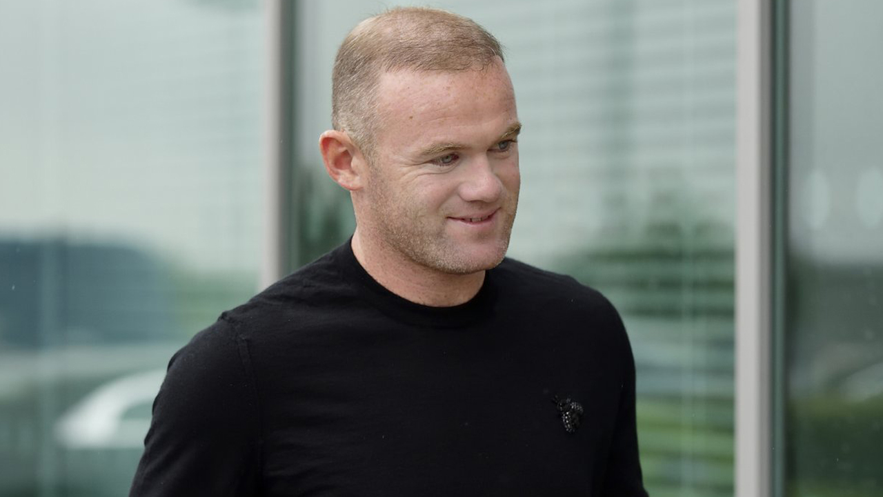 Inglaterra: Rooney é condenado a dois anos sem permissão para dirigir e 100 horas de prestação de serviços
