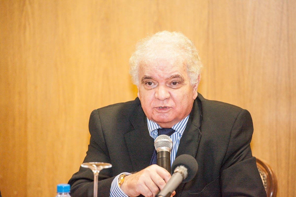 """""""Em cada ano, nós, angolanos, estamos cada vez mais pobres"""", afirma economista Manuel José Alves da Rocha"""